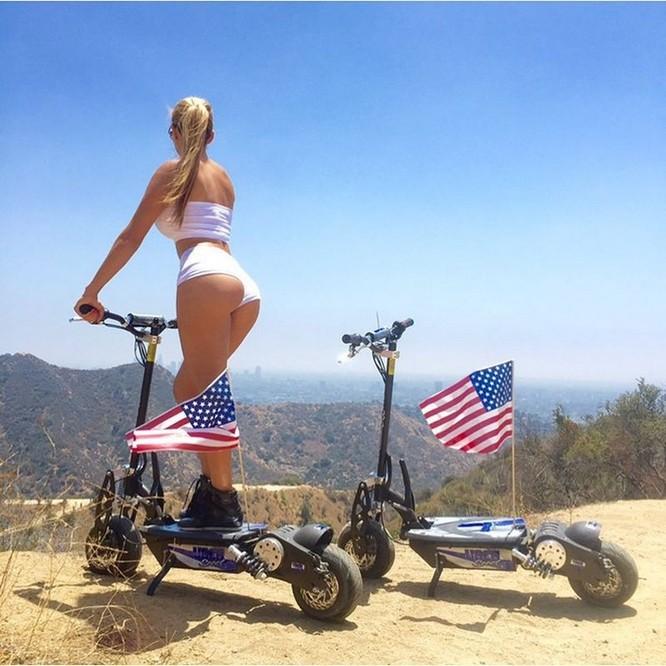 Cuộc sống trác táng của vợ chồng tỉ phú Mỹ với 10 hotgirl nóng bỏng ảnh 13