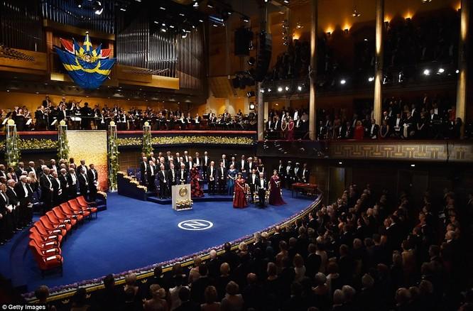 Lộng lẫy tiệc tối Nobel 2015 với 1.300 khách mời siêu VIP ảnh 15
