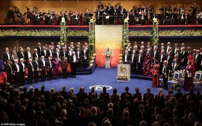 Lộng lẫy tiệc tối Nobel 2015 với 1.300 khách mời siêu VIP ảnh 12