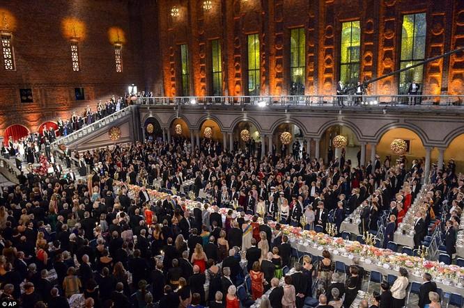 Lộng lẫy tiệc tối Nobel 2015 với 1.300 khách mời siêu VIP ảnh 16