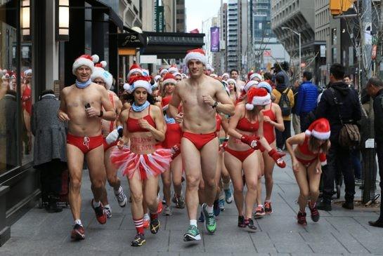 Choáng với cuộc thi mặc đồ tắm chạy bộ chào Noel ảnh 5