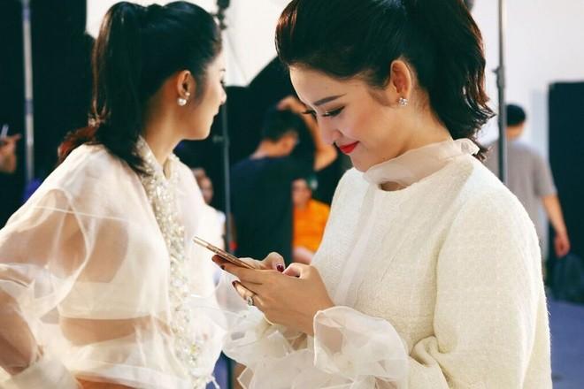 Hậu trường chụp ảnh của các hoa hậu Việt ảnh 6