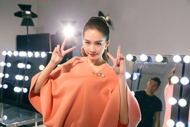 Hậu trường chụp ảnh của các hoa hậu Việt ảnh 4