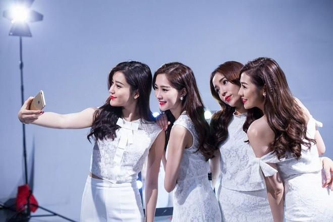Hậu trường chụp ảnh của các hoa hậu Việt ảnh 5