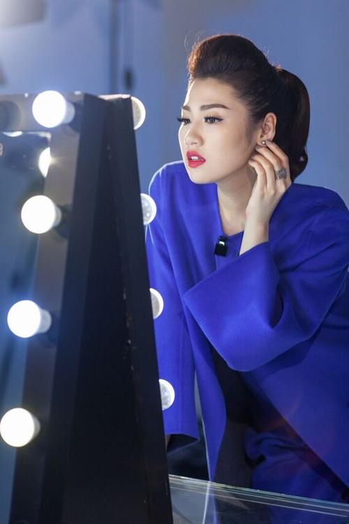 Hậu trường chụp ảnh của các hoa hậu Việt ảnh 7