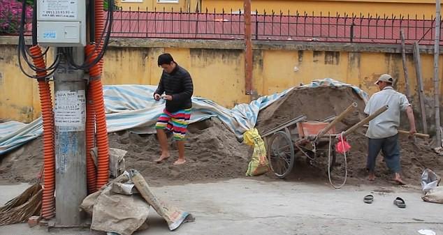 """Chùm ảnh vạch trần """"thế giới ảo"""" trên mạng xã hội của nhiếp ảnh gia Việt trên Daily mail ảnh 6"""