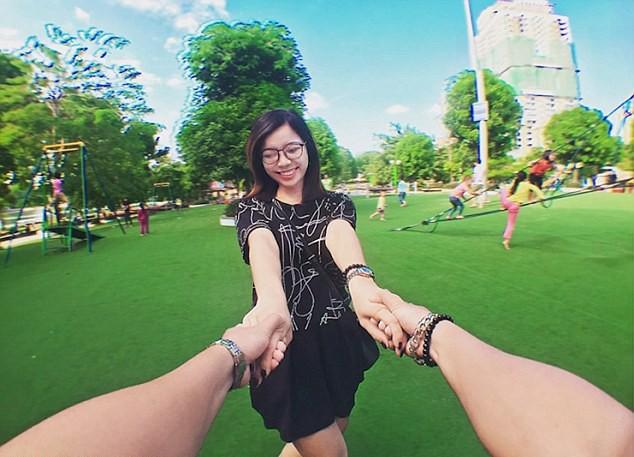 """Chùm ảnh vạch trần """"thế giới ảo"""" trên mạng xã hội của nhiếp ảnh gia Việt trên Daily mail ảnh 1"""