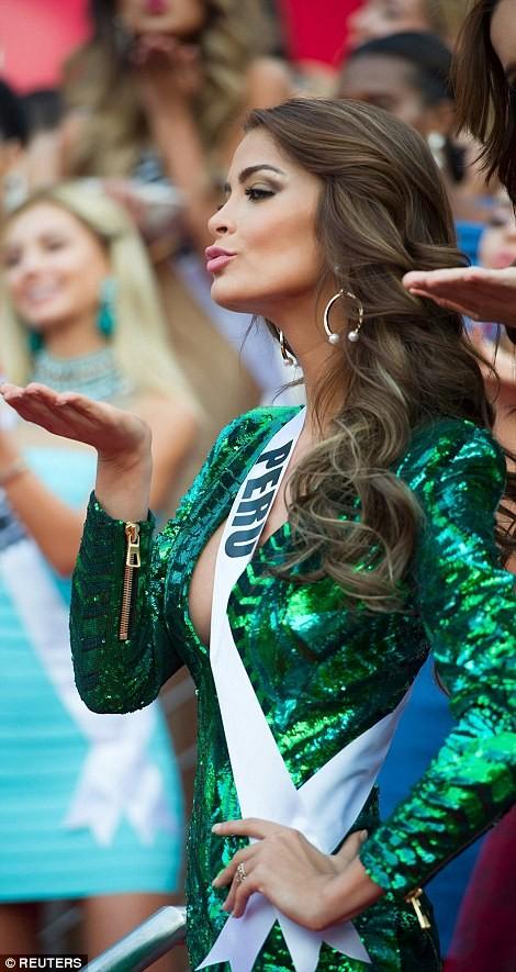 Mãn nhãn với đường cong của 81 người đẹp tham gia Hoa hậu Hoàn vũ 2015 ảnh 19