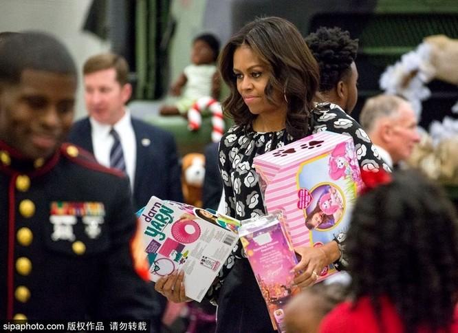 Obama làm đầu bếp, Kim Jong Un đáp chuyên cơ thị sát, bà Merkel chụp ảnh selfie ảnh 1