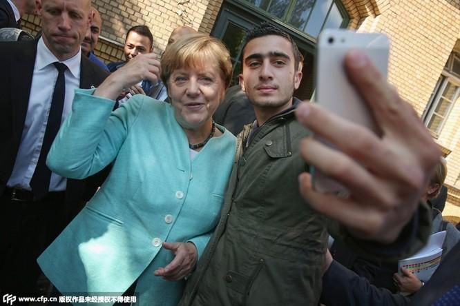 Obama làm đầu bếp, Kim Jong Un đáp chuyên cơ thị sát, bà Merkel chụp ảnh selfie ảnh 17