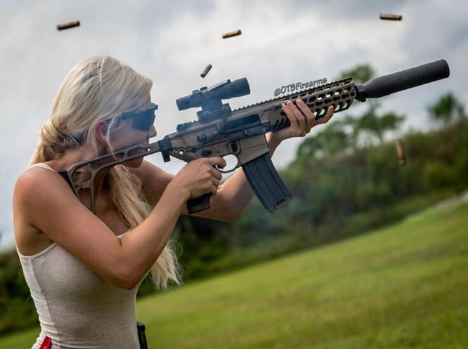 Bỏng mắt với giàn mỹ nhân gợi cảm thích bắn súng ảnh 12