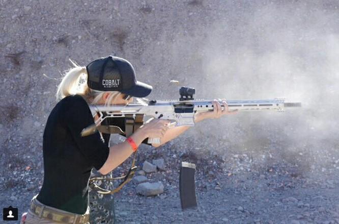 Bỏng mắt với giàn mỹ nhân gợi cảm thích bắn súng ảnh 18