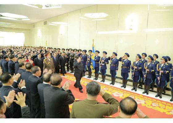 Kim Jong Un mở đại tiệc mừng phóng vệ tinh thành công ảnh 4
