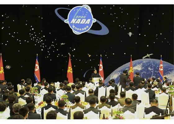 Kim Jong Un mở đại tiệc mừng phóng vệ tinh thành công ảnh 6