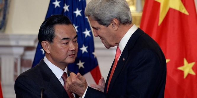 """Mỹ-Trung chơi trò """"ưng già vờn gà con"""" ở Biển Đông ảnh 3"""