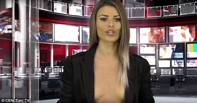 Nữ MC hở ngực khi đưa tin được đài truyền hình Australia mời cộng tác với mức lương cao ảnh 2