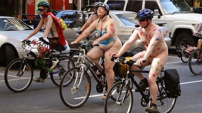 Choáng nặng với những tay đua tồng ngồng đạp xe dạo phố ảnh 7