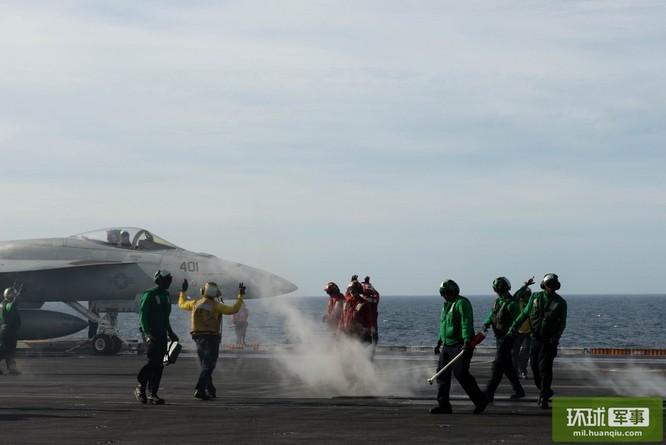 Chùm ảnh mới nhất về hoạt động hạm đội tàu sân bay Mỹ trên Biển Đông ảnh 9