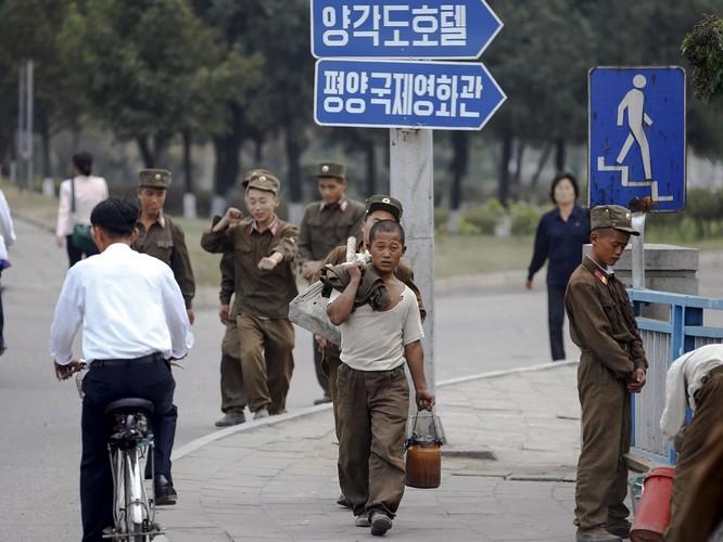 """Vì sao Triều Tiên vẫn """"sống khỏe"""" bất chấp trừng phạt, cấm vận? ảnh 1"""