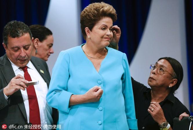 Thủ tướng chải tóc, bộ trưởng thoa son: Khi chính khách thích làm đẹp ảnh 3