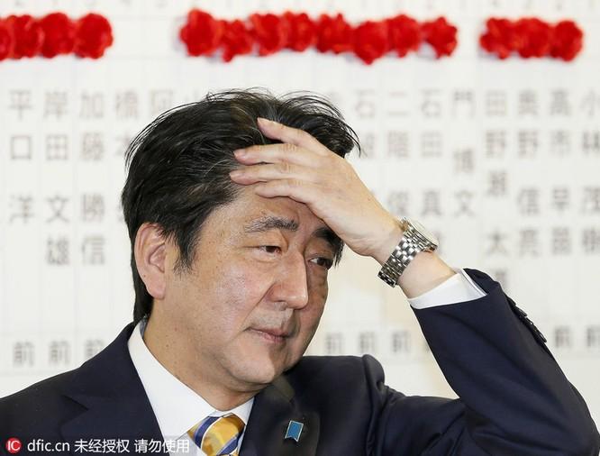 Thủ tướng chải tóc, bộ trưởng thoa son: Khi chính khách thích làm đẹp ảnh 5