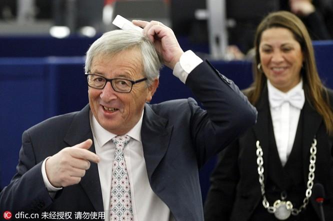 Thủ tướng chải tóc, bộ trưởng thoa son: Khi chính khách thích làm đẹp ảnh 9