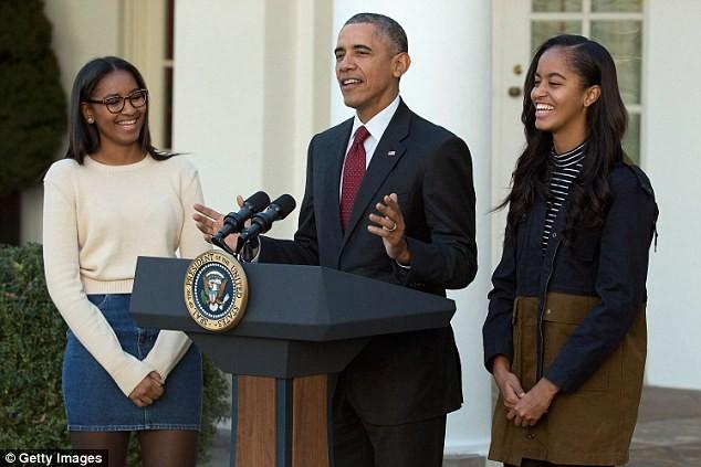 Phong cách thời trang của hai con gái tổng thống Obama sau 8 năm đồng hành cùng cha ảnh 25