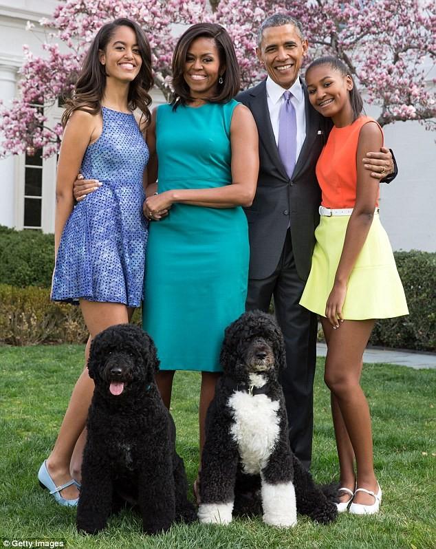 Phong cách thời trang của hai con gái tổng thống Obama sau 8 năm đồng hành cùng cha ảnh 24