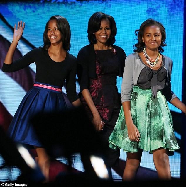 Phong cách thời trang của hai con gái tổng thống Obama sau 8 năm đồng hành cùng cha ảnh 16