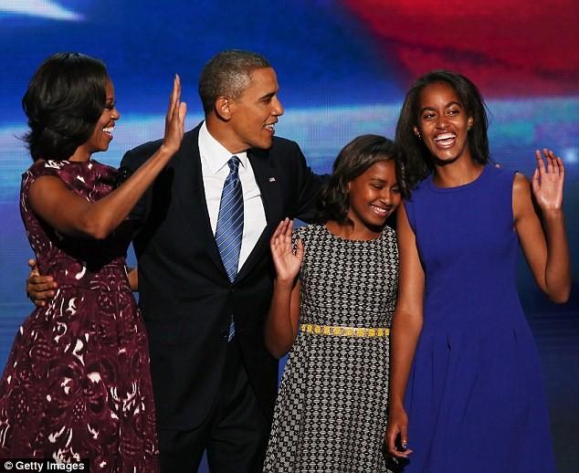 Phong cách thời trang của hai con gái tổng thống Obama sau 8 năm đồng hành cùng cha ảnh 17