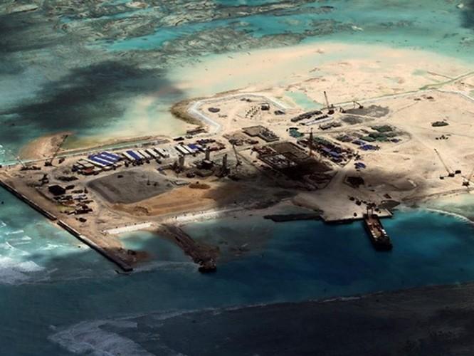 Lính Trung Quốc giả dạng dân thường kéo vào Biển Đông ảnh 1