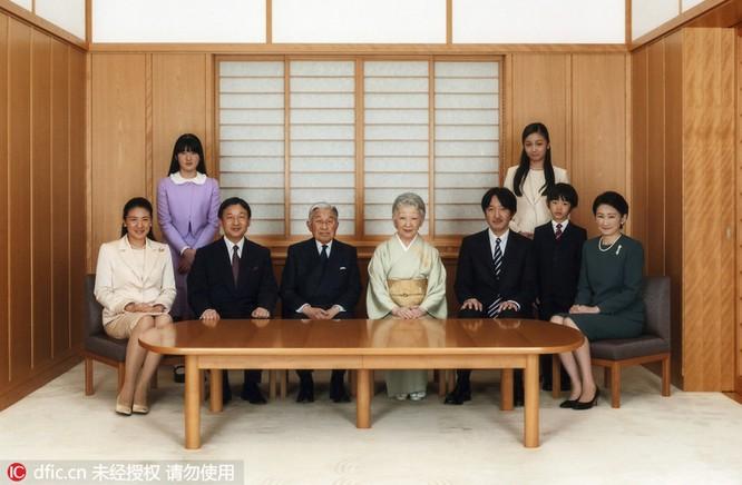 Khi tổng thống Mỹ, hoàng gia Nhật Bản chụp ảnh gia đình ảnh 3