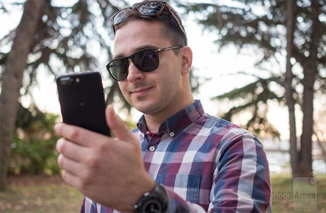 Smartphone nào có tính năng mở khóa bằng khuôn mặt chuẩn nhất? ảnh 3