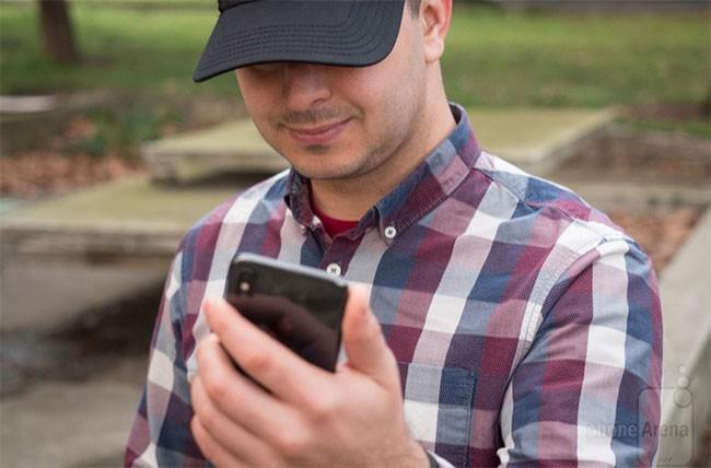Smartphone nào có tính năng mở khóa bằng khuôn mặt chuẩn nhất? ảnh 1