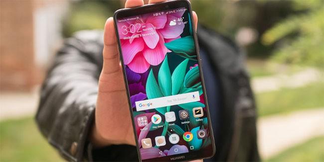 """Top 5 smartphone có tuổi thọ pin """"khủng"""" nhất năm nay ảnh 2"""