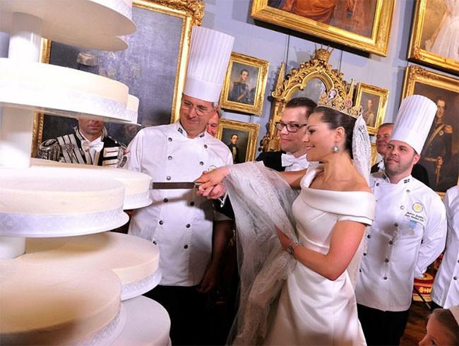 """Choáng ngợp với 12 chiếc bánh cưới hoàng gia """"khủng"""" nhất mọi thời đại ảnh 10"""
