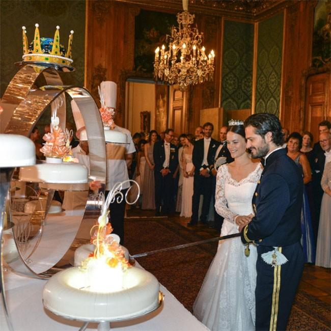 """Choáng ngợp với 12 chiếc bánh cưới hoàng gia """"khủng"""" nhất mọi thời đại ảnh 11"""