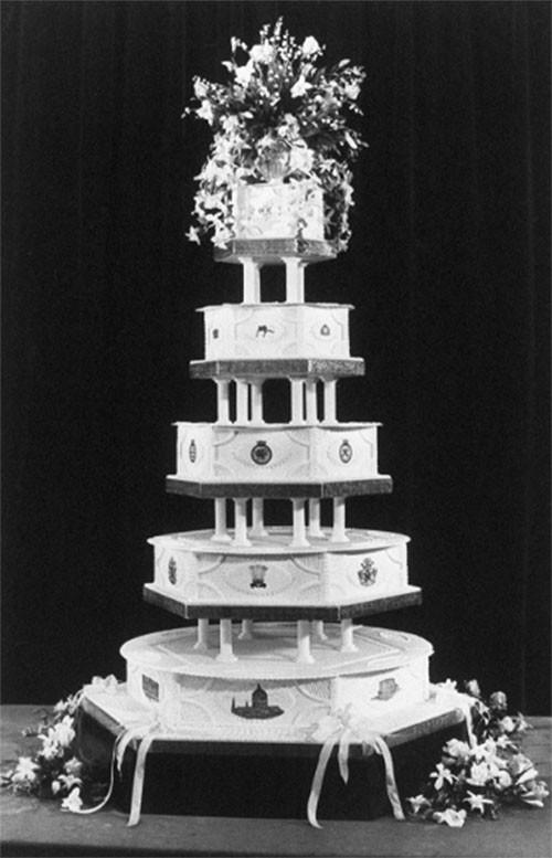 """Choáng ngợp với 12 chiếc bánh cưới hoàng gia """"khủng"""" nhất mọi thời đại ảnh 1"""