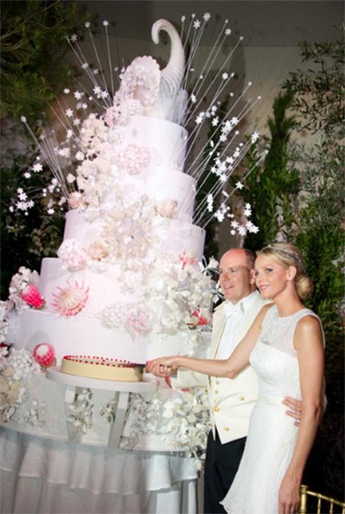 """Choáng ngợp với 12 chiếc bánh cưới hoàng gia """"khủng"""" nhất mọi thời đại ảnh 6"""