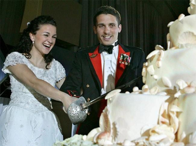 """Choáng ngợp với 12 chiếc bánh cưới hoàng gia """"khủng"""" nhất mọi thời đại ảnh 7"""