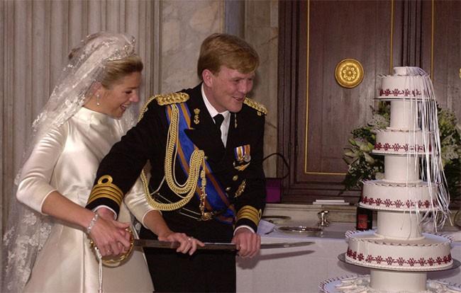 """Choáng ngợp với 12 chiếc bánh cưới hoàng gia """"khủng"""" nhất mọi thời đại ảnh 8"""