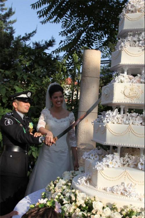 """Choáng ngợp với 12 chiếc bánh cưới hoàng gia """"khủng"""" nhất mọi thời đại ảnh 9"""
