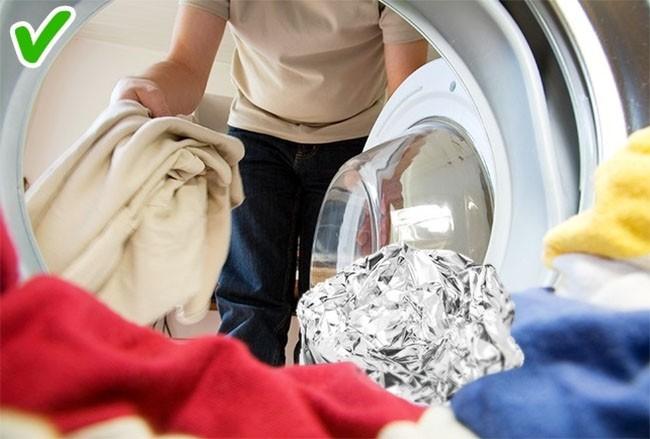 """11 mẹo """"thần thánh"""" giúp quần áo luôn trắng sạch, thơm tho ảnh 10"""