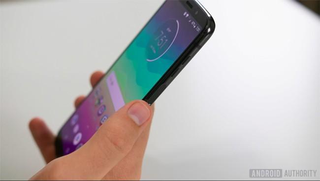Đánh giá Motorola Moto Z3: Liệu có xứng tầm smartphone 5G đầu tiên? ảnh 2