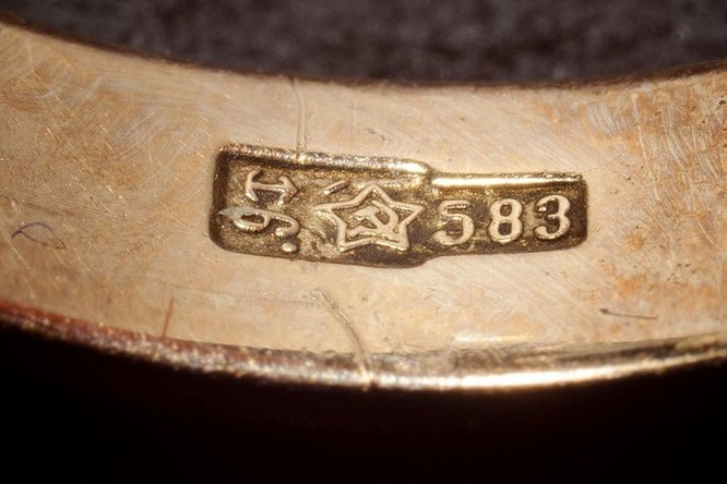 """12 kinh nghiệm """"vàng"""" giúp bạn phát hiện đồ trang sức giả ảnh 1"""