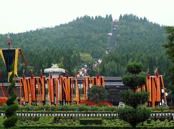 Lăng mộ của Hoàng đế Trung Quốc đầu tiên