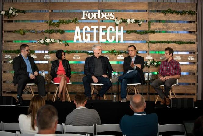 Cuộc thảo luận diễn ra với sự tham gia của George Kellerman tổng giám đốc điều hành quỹ đầu tư Yamaha Motor, Arama Kukutai, đồng sáng lập và đối tác của quỹ đầu tư mạo hiểm trong lĩnh vực nông nghiệp Finistere Ventures, Thomas Palomares, đồng sáng lập và giám đốc công nghệ của công ty tự động hóa nông nghiệp Farmwise, dưới sự chủ tọa của Alex Knapp, biên tập viên của tạp chí Forbes.