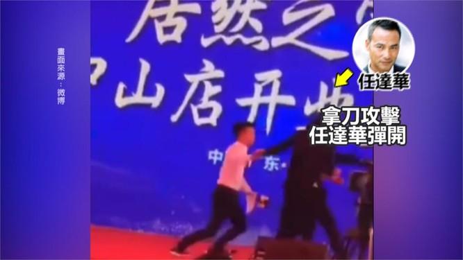 Anh bị tấn công ngay trên sân khấu