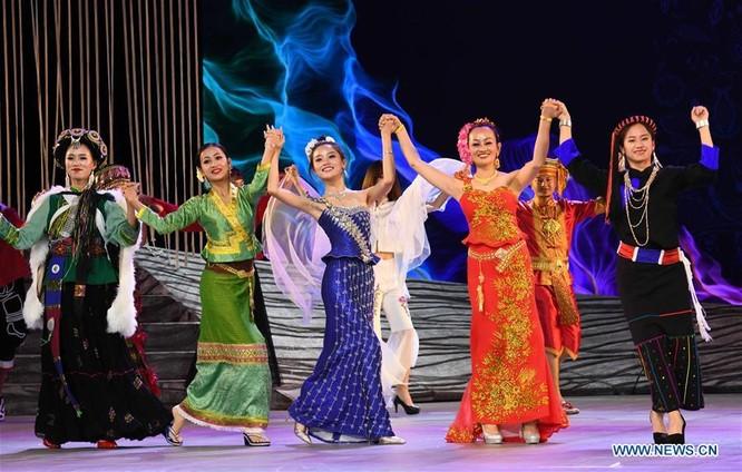 Lễ hội thời trang văn hóa châu Á tổ chức tại Trung Quốc ảnh 12