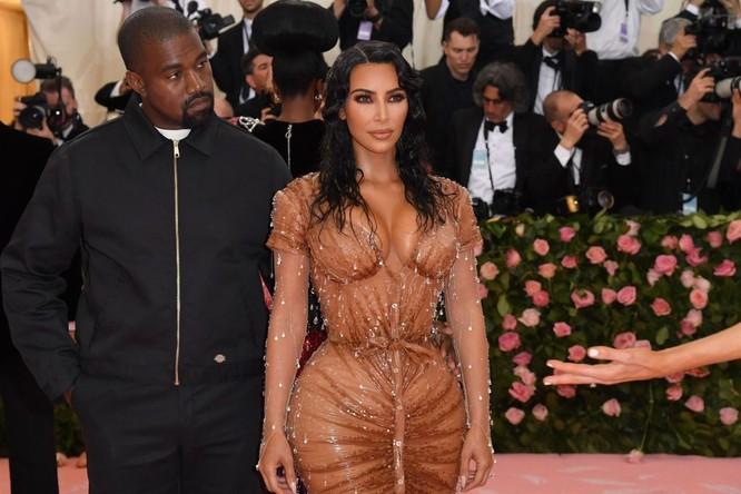 Kim Kardashian ở vị trí thứ 4 (US $ 910.000 mỗi bài)